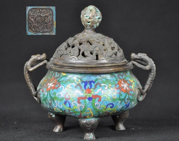 23: A CLOISONNE ENAMEL CENSER AND COVER.(18 CENTURY)