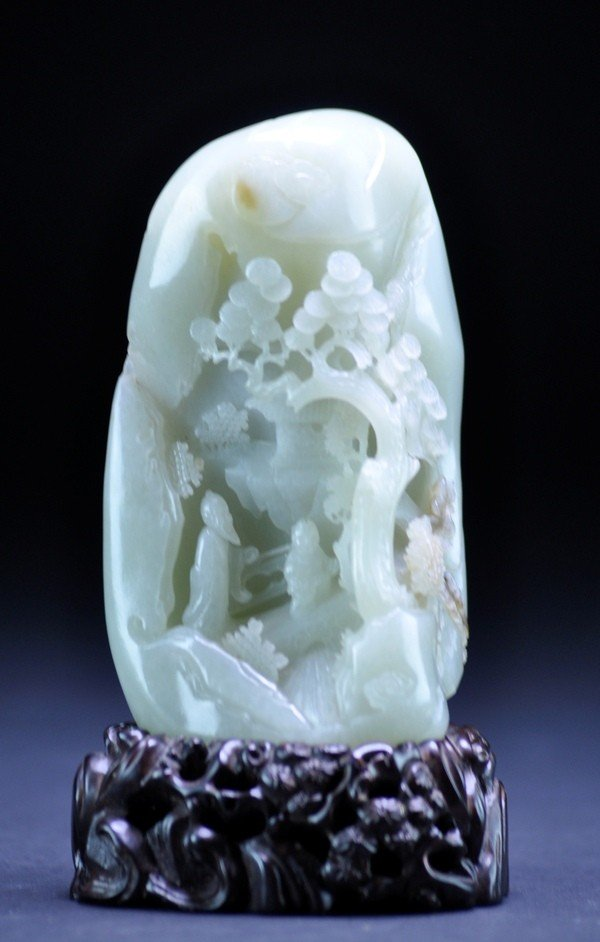 7: A WHITE JADE BOULDER CARVING.  (QING DYNASTY)