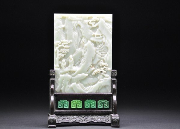 18: A SMALL JADE TABLE SCREEN.