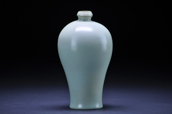 22: A SONG STYLE CELADON GLAZED  MEIPING.