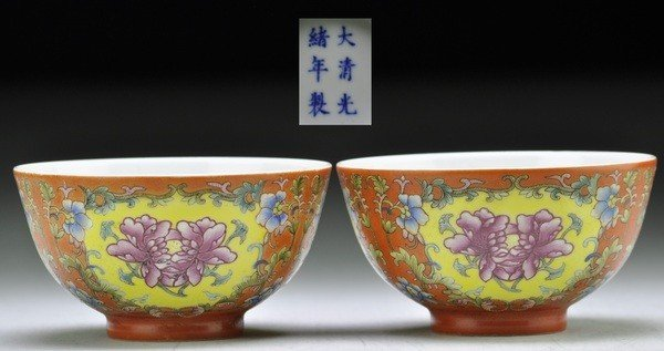 1: A PAIR OF FAMILLE ROSE CORAL-GROUND BOWLS.(GUANGXU S