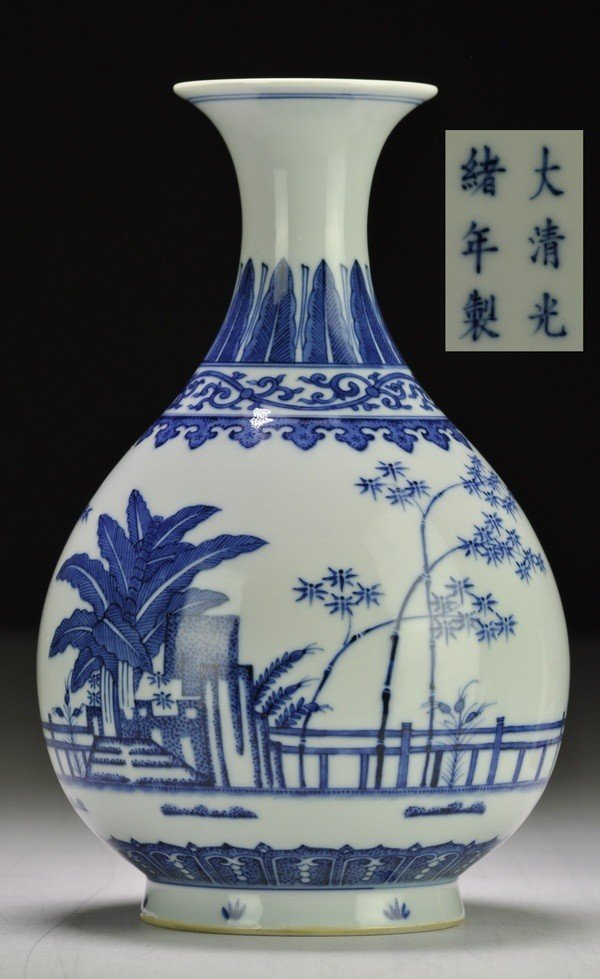 10: A MING-STYLE BLUE AND WHITE PEAR-SHAPED VASE, YUHUC