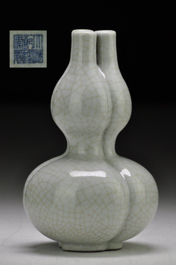 22: A RARE SMALL GUAN-TYPE DOUBLE-GOURD VASE .(MARK AND