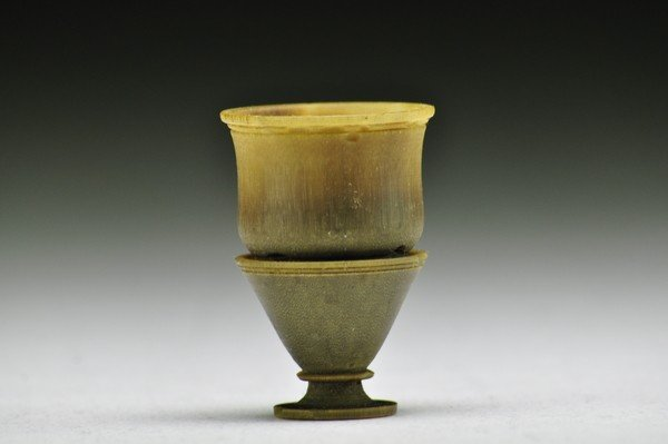 167: A RARE RHINOCEROS HORN STEM CUP .(19 CENTURY)