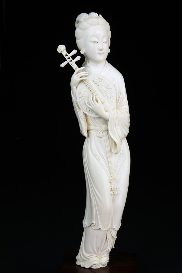 20: AN IVORY CARVING OF A BEAUTY