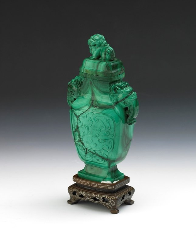 20: A malachite carved vase and cover, Qing Dynasty