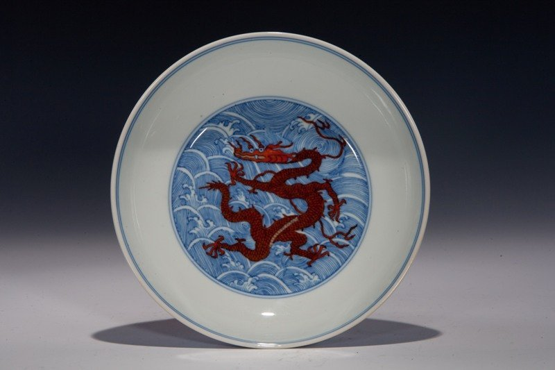 145: A blue and white iron-red decorated dragon dish, Q