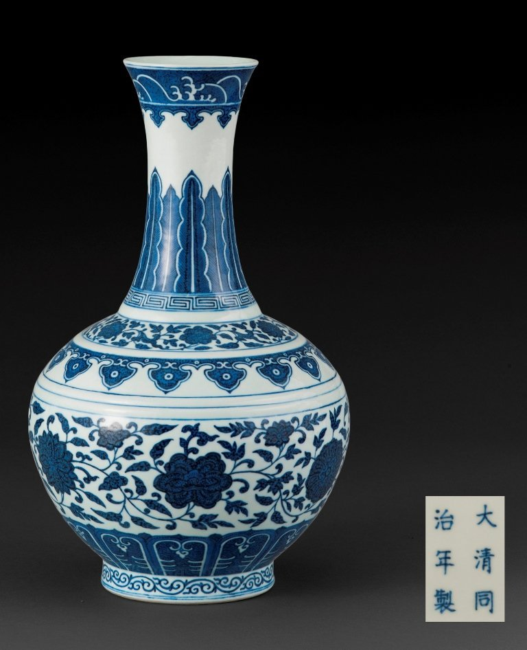 A MING-STYLE BLUE AND WHITE BOTTLE