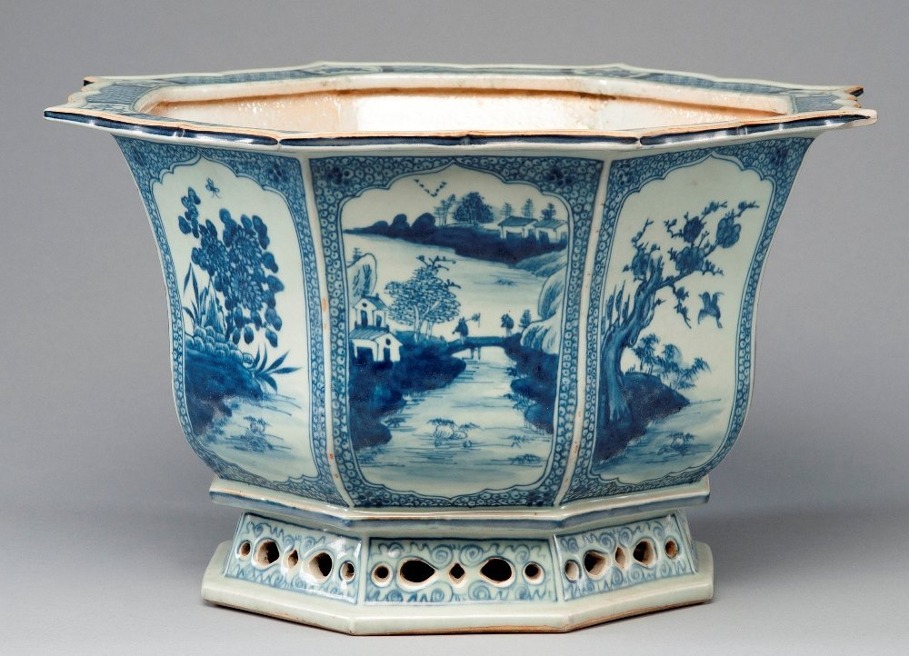 A LARGE BLUE AND WHITE FLOWER POT