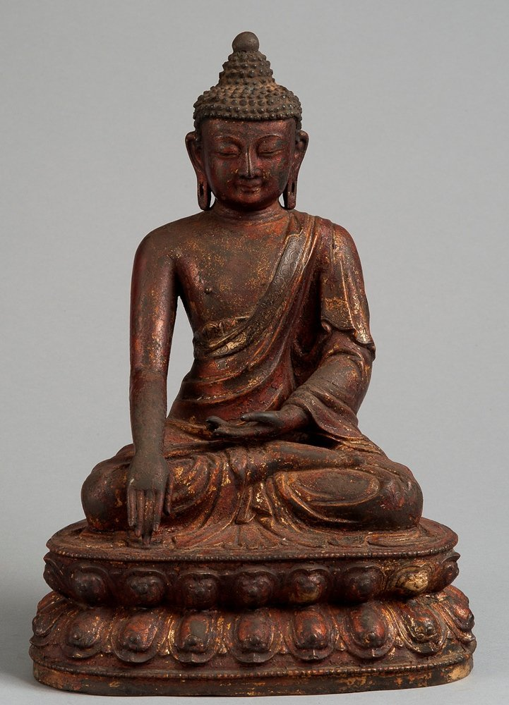 A GILT-LACQUERED FIGURE OF BUDDHA