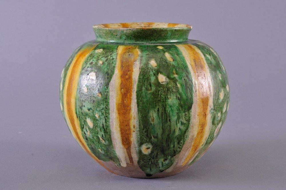 A SANCAI-GLAZED POTTERY JAR