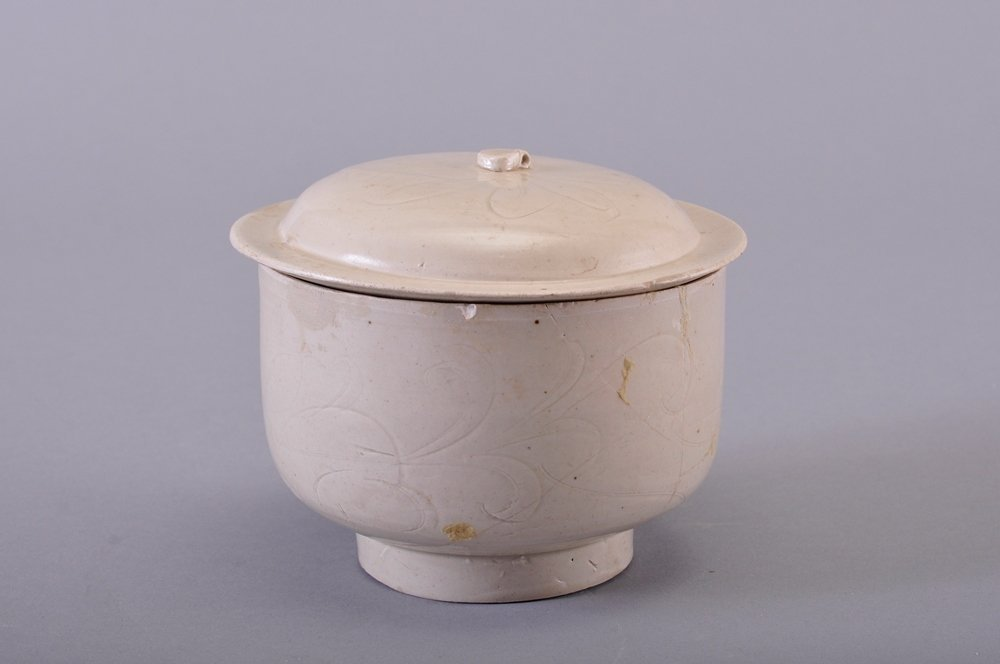A CARVED WHITE-GLAZED BOWL AND COVER