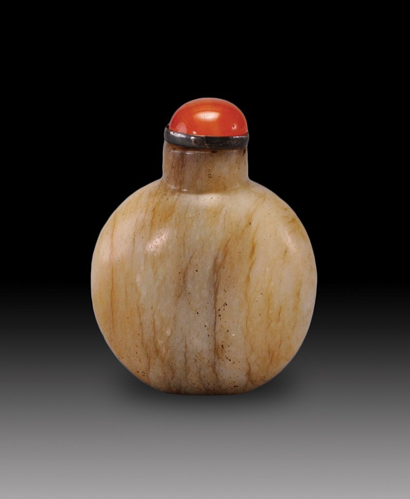 A WHITE AND RUSSET JADE SNUFF BOTTLE