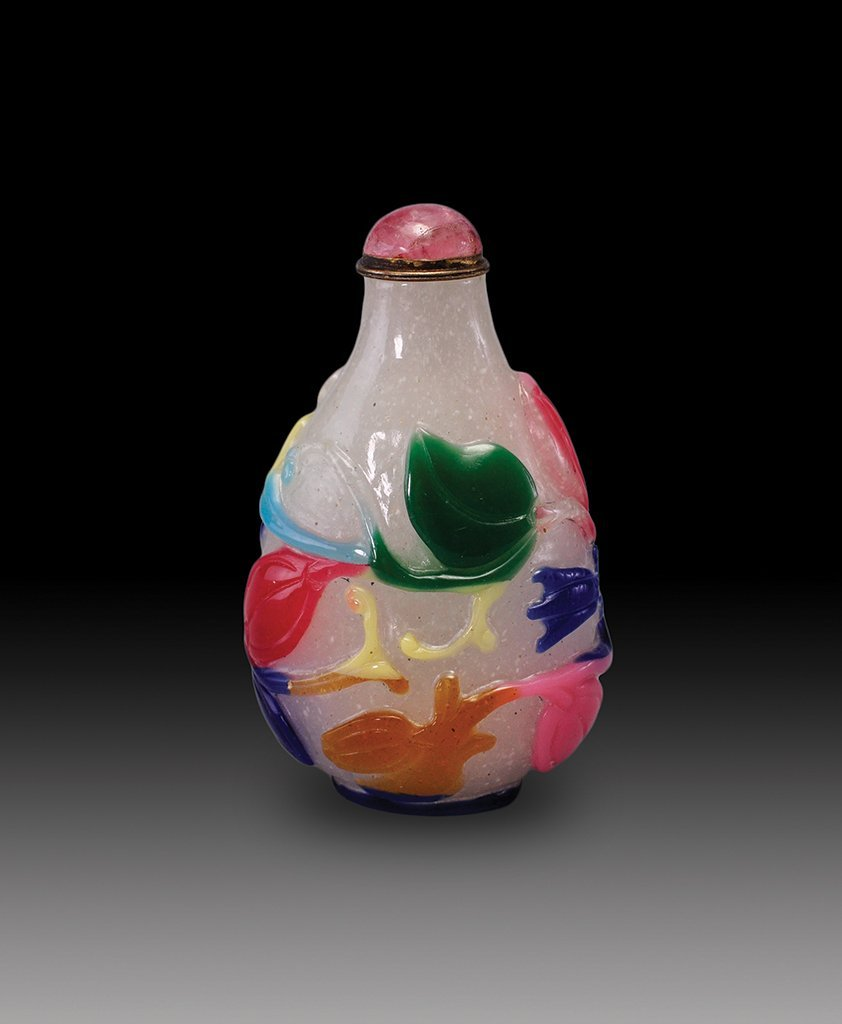 A FIVE COLOR OVERLAY GLASS SNUFF BOTTLE