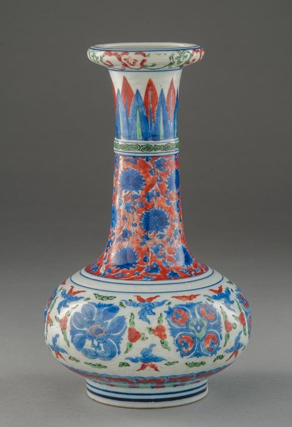 A WUCAI BOTTLE VASE