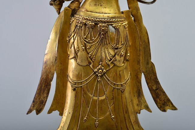 A GILT-BRONZE FIGURE OF AVALOKITESVARA - 5