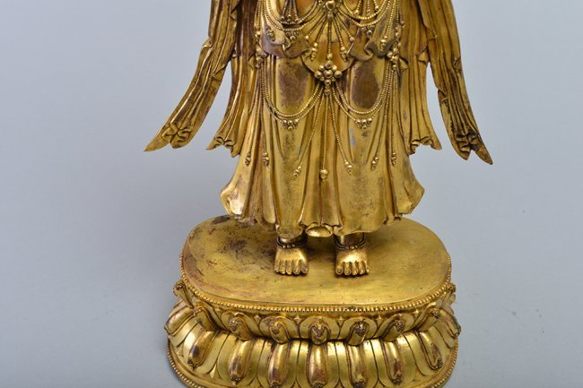 A GILT-BRONZE FIGURE OF AVALOKITESVARA - 9