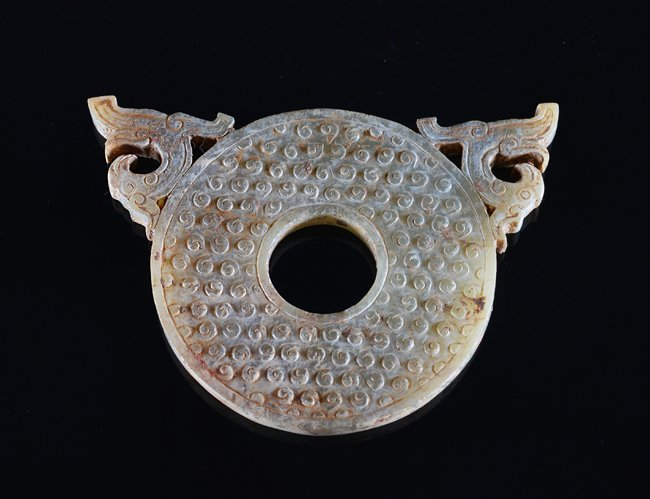 A CHINESE ARCHAIC JADE PENDANT