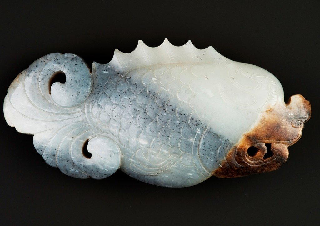 A JADE CARVING OF FISH