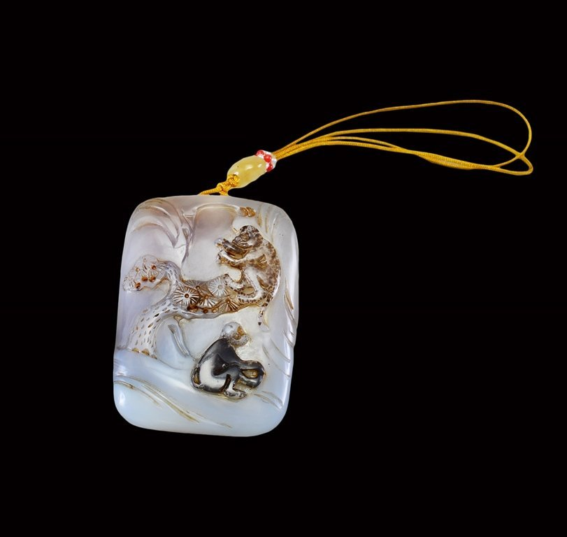 A CARVED AGATE PENDANT