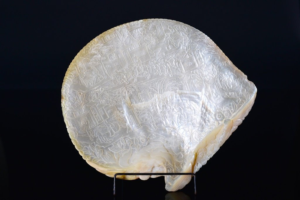 A CHINESE MOTHER OF PEARL FIGURAL PLAQUE