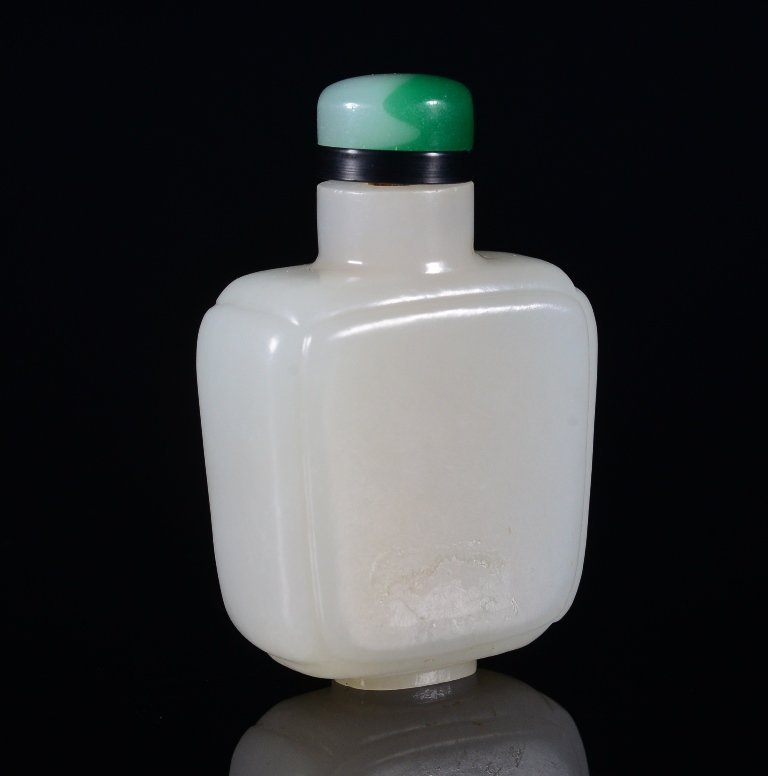 A WHITE JADE SNUFF BOTTLE - 3