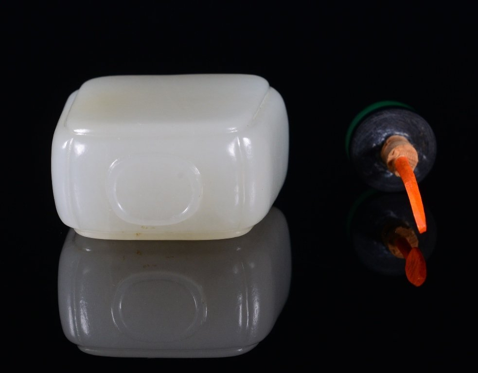 A WHITE JADE SNUFF BOTTLE - 5