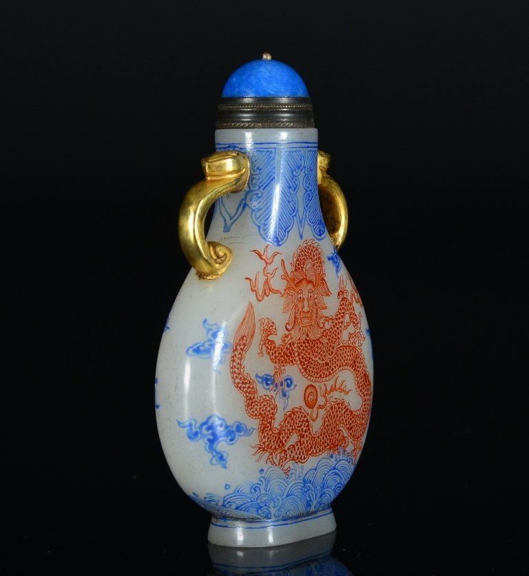 A PAINTED WHITE GLASS DRAGON SNUFF BOTTLE - 3