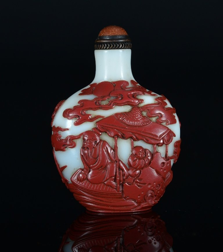A CARVED RED-OVERLAY GLASS SNUFF BOTTLE - 2