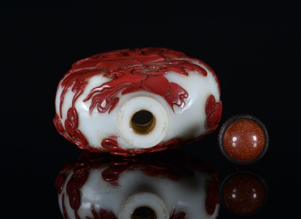 A CARVED RED-OVERLAY GLASS SNUFF BOTTLE - 5
