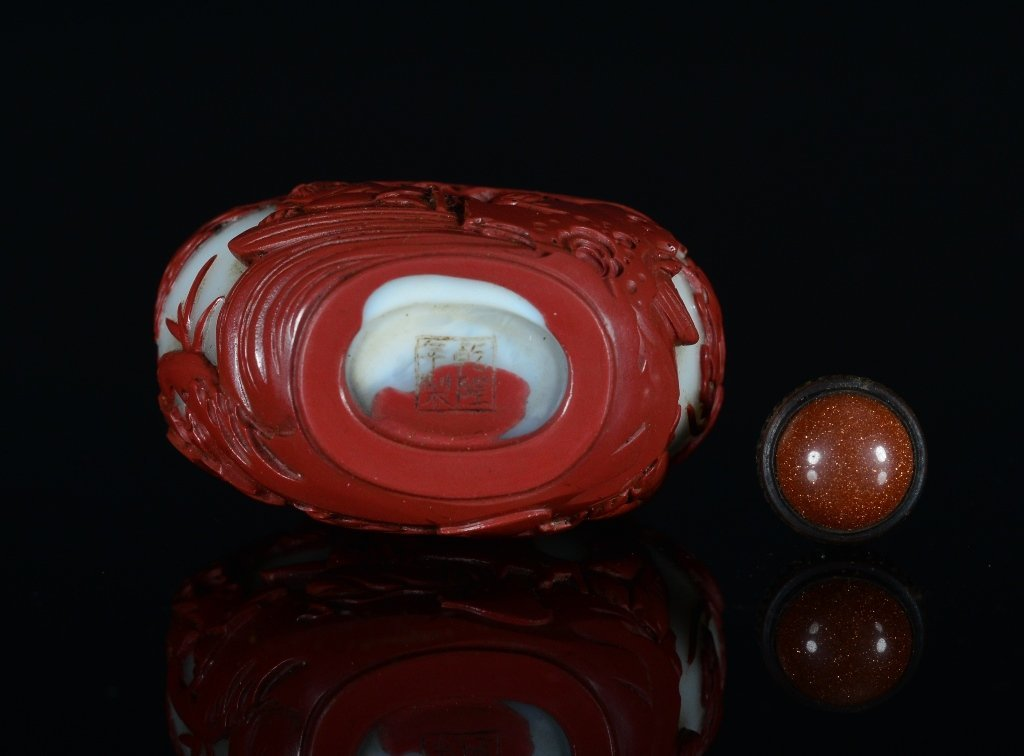A CARVED RED-OVERLAY GLASS SNUFF BOTTLE - 6