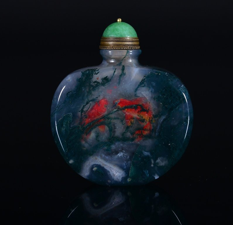 A PAINTED AGATE SNUFF BOTTLE