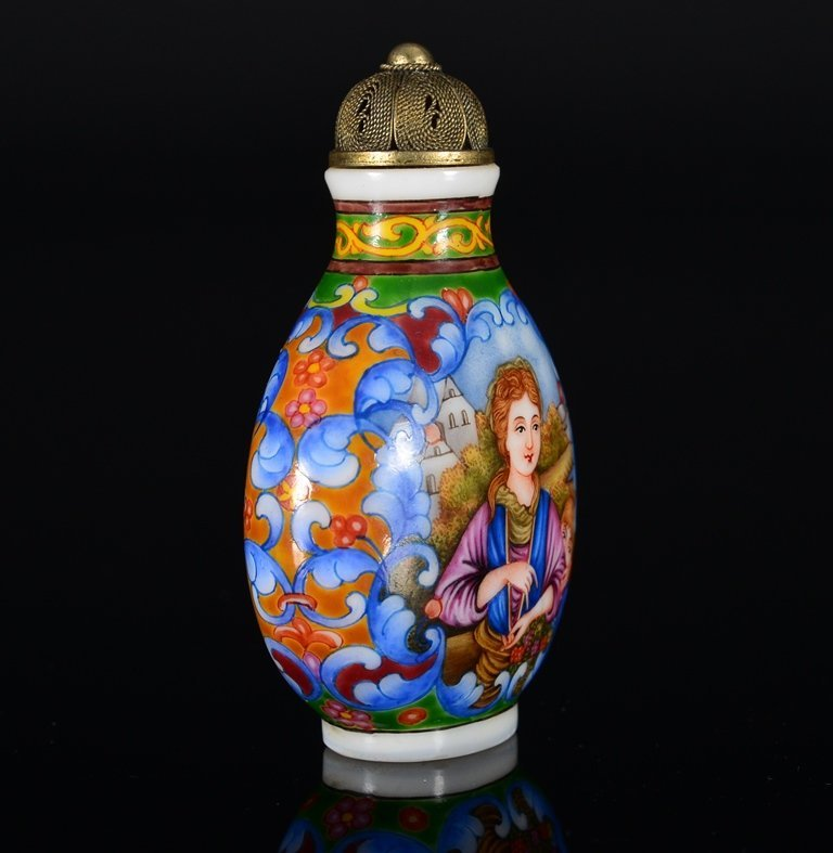 A PAINTED ENAMEL GLASS SNUFF BOTTLE - 3