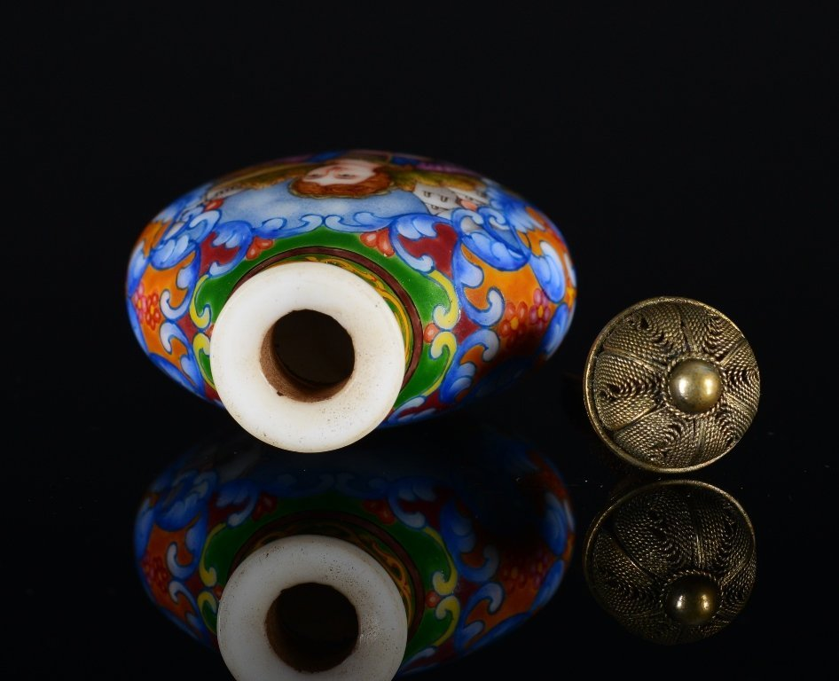 A PAINTED ENAMEL GLASS SNUFF BOTTLE - 5