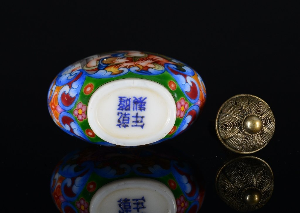 A PAINTED ENAMEL GLASS SNUFF BOTTLE - 6