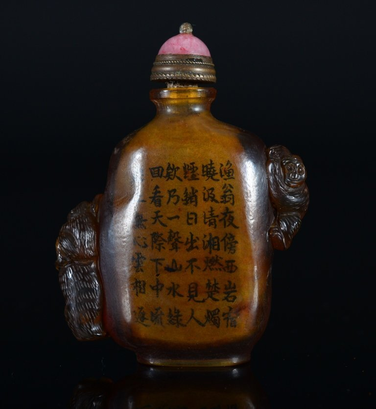 A CARVED -PAINTED AMBER SNUFF BOTTLE - 7
