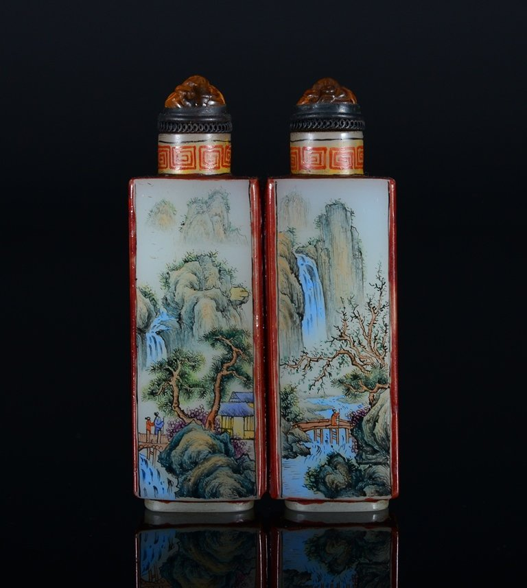 A PAINTED ENAMEL GLASS SNUFF BOTTLE