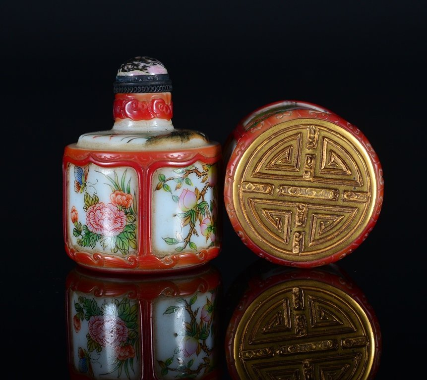 A PAINTED ENAMEL GLASS SNUFF BOTTLE AND COVER - 3