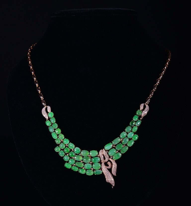 A JADEITE AND DIAMOND NECKLACE