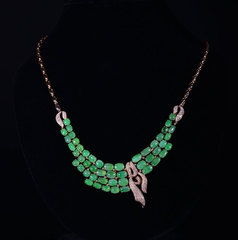 A JADEITE AND DIAMOND NECKLACE - 2