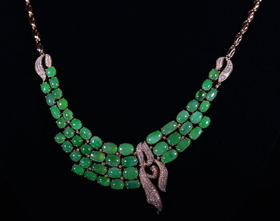 A JADEITE AND DIAMOND NECKLACE - 3