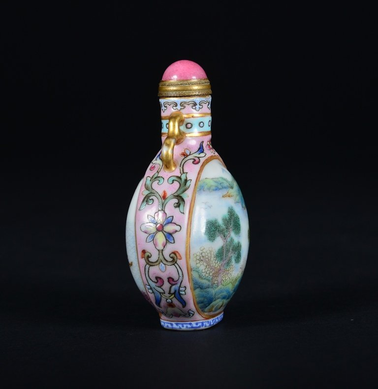 A FAMILLE-ROSE SNUFF BOTTLE - 3