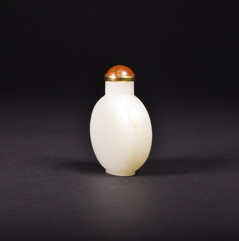 A CARVED WHITE JADE SNUFF  BOTTLE - 3
