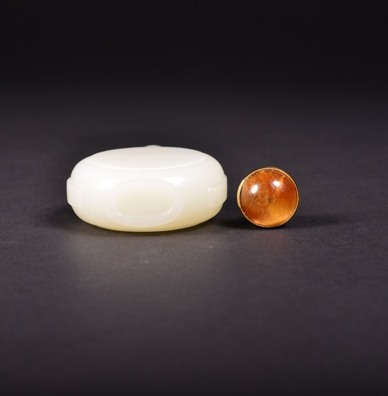 A CARVED WHITE JADE SNUFF  BOTTLE - 5
