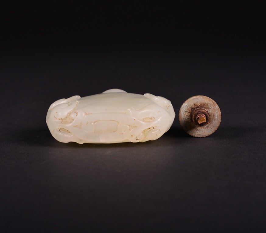 A CARVED WHITE JADE SNUFF  BOTTLE - 6