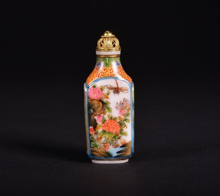 A FAMILLE-ROSE ENAMELLED GLASS SNUFF BOTTLE