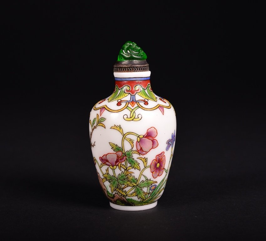 A FAMILLE-ROSE ENAMELLED GLASS SNUFF BOTTLE - 2