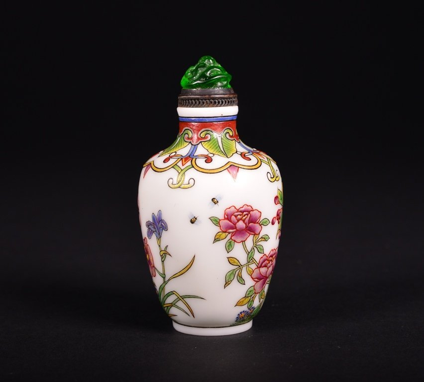 A FAMILLE-ROSE ENAMELLED GLASS SNUFF BOTTLE - 3