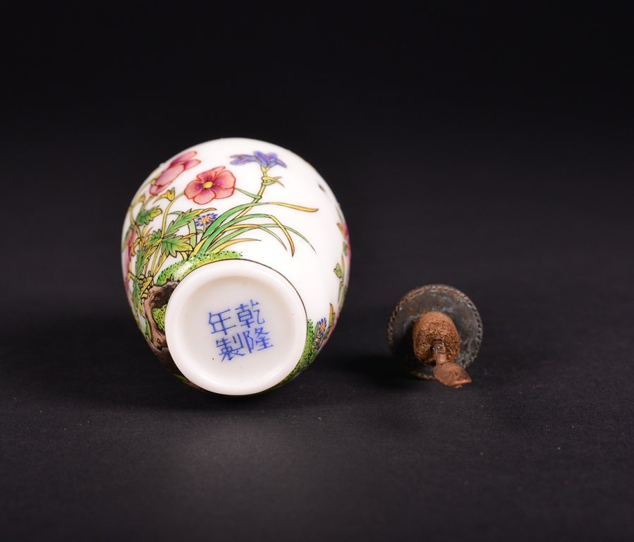 A FAMILLE-ROSE ENAMELLED GLASS SNUFF BOTTLE - 5