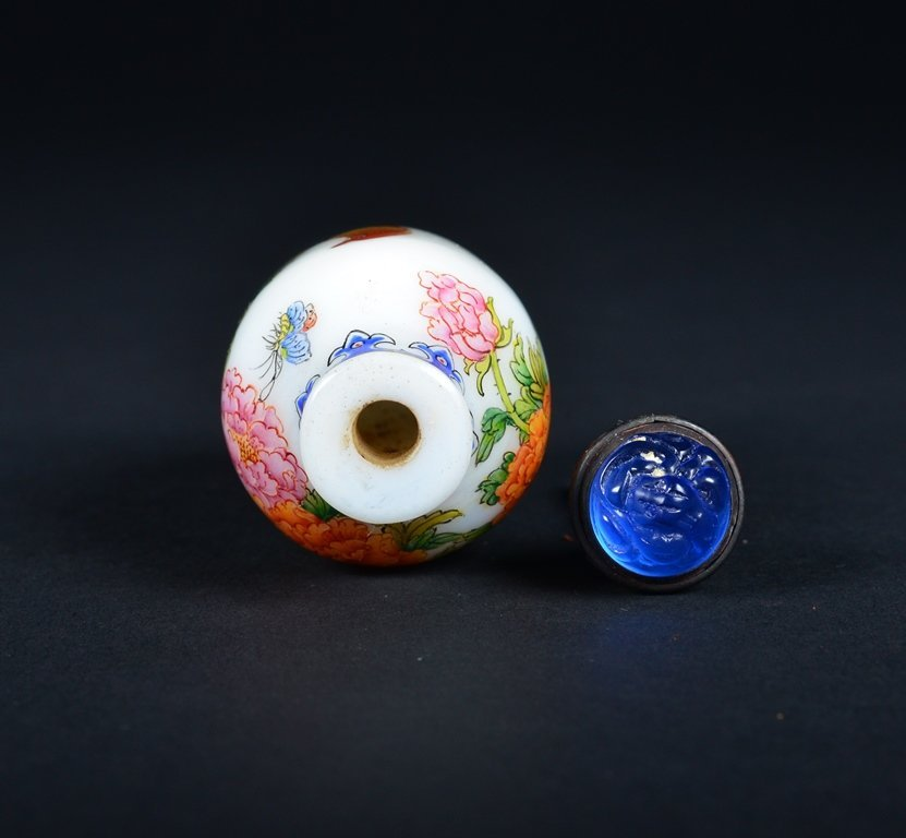 A FAMILLE-ROSE ENAMELLED GLASS SNUFF BOTTLE - 4
